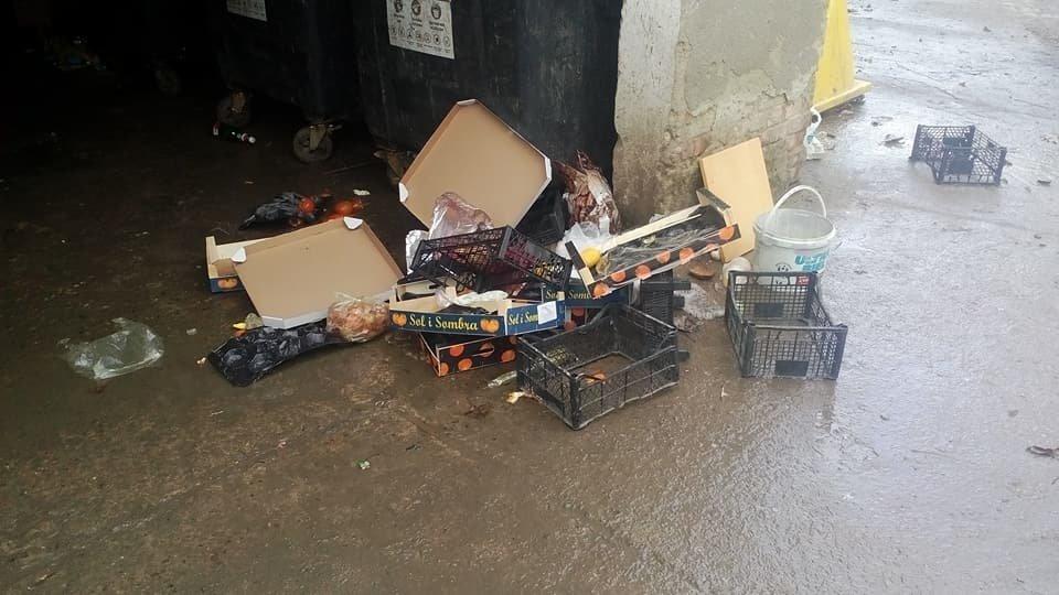 Непотріб із франківського супермаркету не доносять до смітників. ФОТО, фото-2