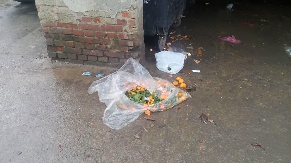 Непотріб із франківського супермаркету не доносять до смітників. ФОТО, фото-3
