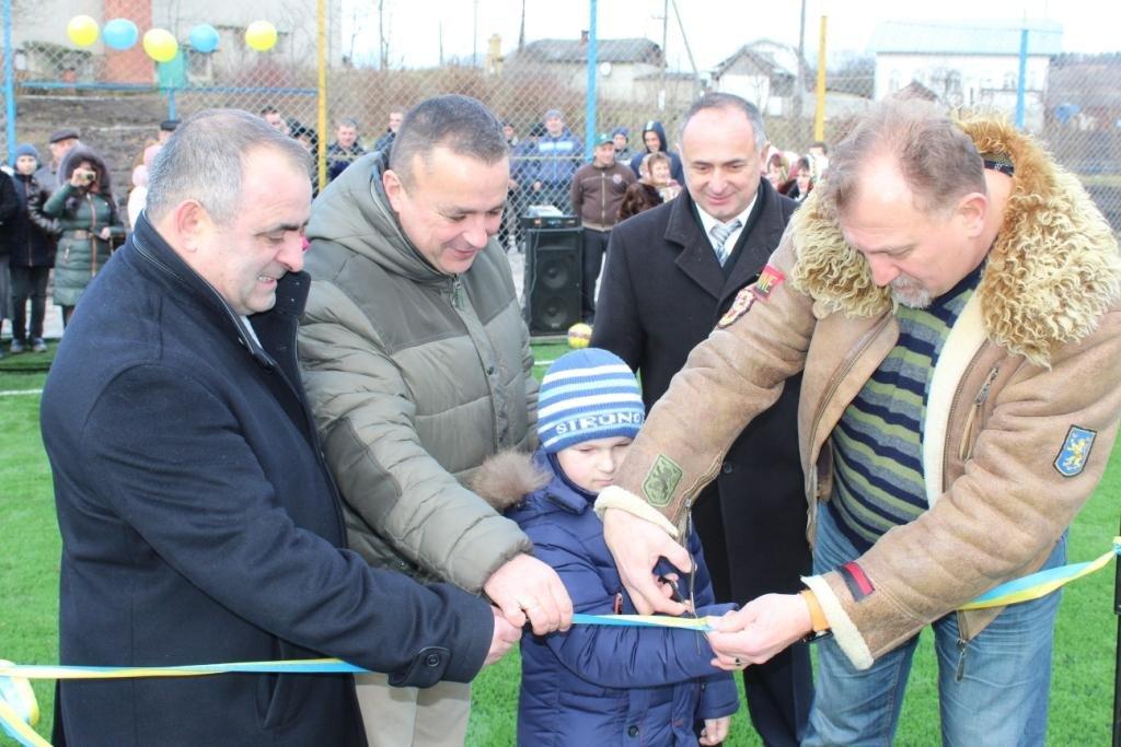 Ще в одному прикарпатському селі з'явився сучасний спортивний майданчик. ФОТО, фото-2