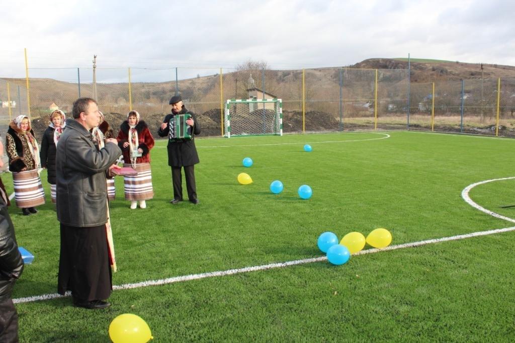 Ще в одному прикарпатському селі з'явився сучасний спортивний майданчик. ФОТО, фото-3