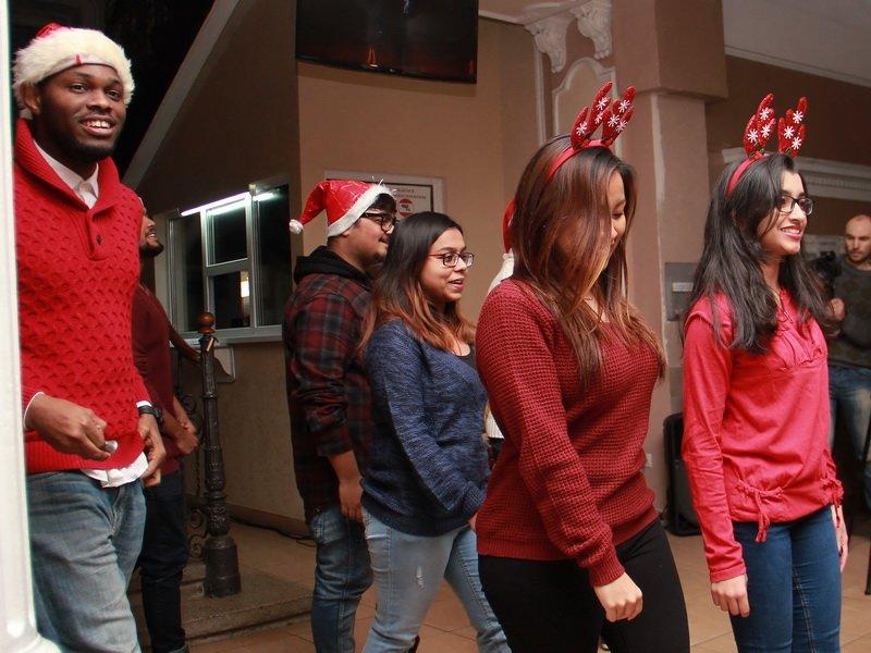 Студенти-іноземці медунівевситету колядками привітали колектив зі святами. ФОТО, фото-6