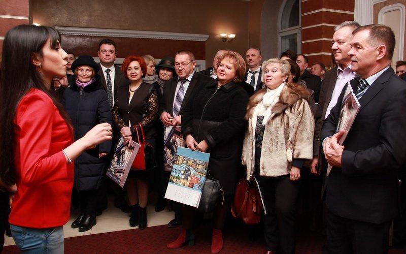 Студенти-іноземці медунівевситету колядками привітали колектив зі святами. ФОТО, фото-1