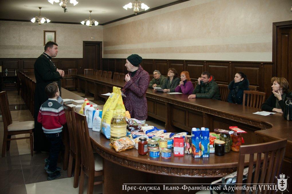 На Прикарпатті переселенці отримали допомогу від церкви. ФОТО, фото-5