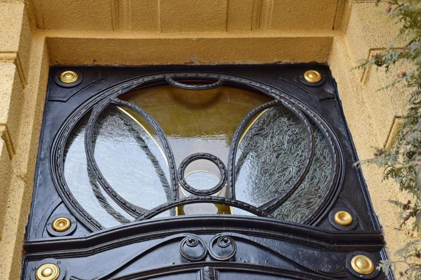 Активісти поновили старовинні двері по вулиці Грушевського. ФОТО, фото-6