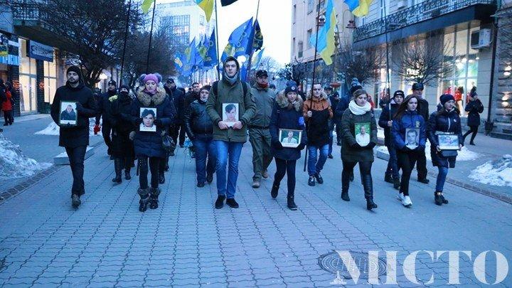Франківськом пройшлась пам'ятна хода на честь Героїв Небесної Сотні. ФОТО, фото-4