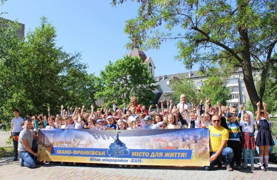 Флешмоб: мікрорайони вітають Франківськ із днем народження. ФОТО, фото-8