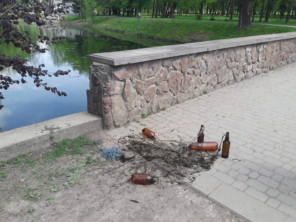 У Франківську затримали браконьєрів, які ловили рибу в міському озері. ФОТО, фото-1