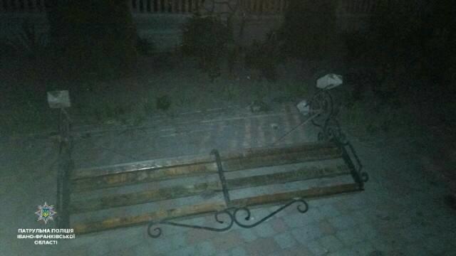 Алкоголь проти релігії: п'яний хлопець понищив церковне майно. ФОТО                          , фото-3