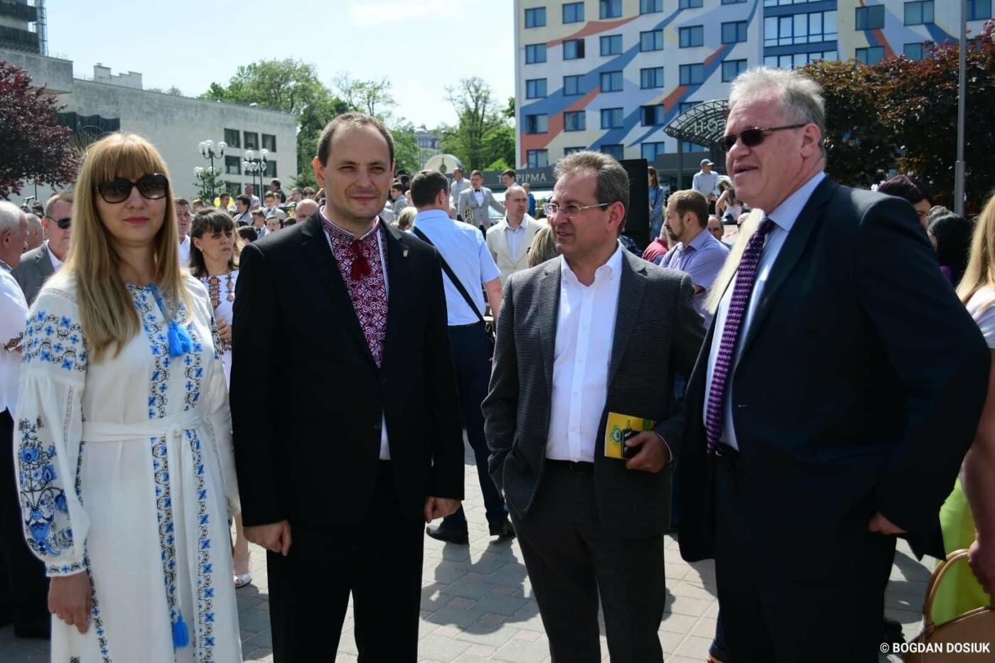 Франківськ привітали урочистою тисячною ходою. ФОТО, фото-4