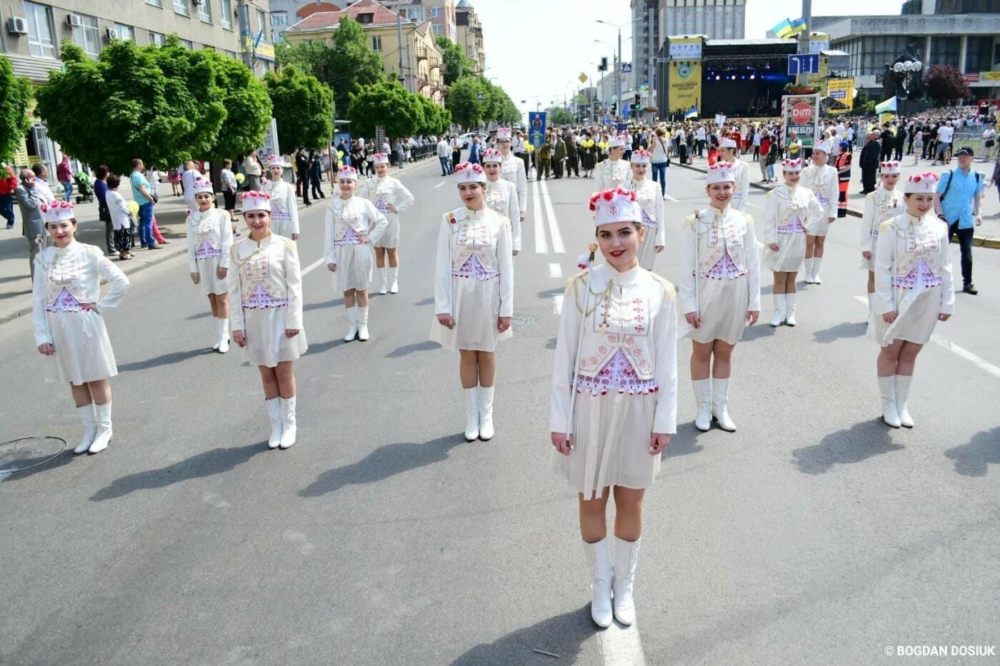 Франківськ привітали урочистою тисячною ходою. ФОТО, фото-13