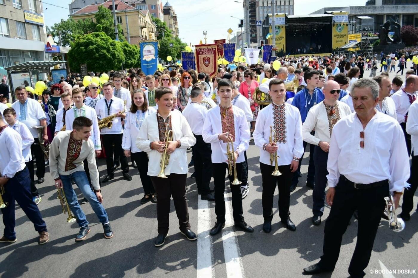 Франківськ привітали урочистою тисячною ходою. ФОТО, фото-15