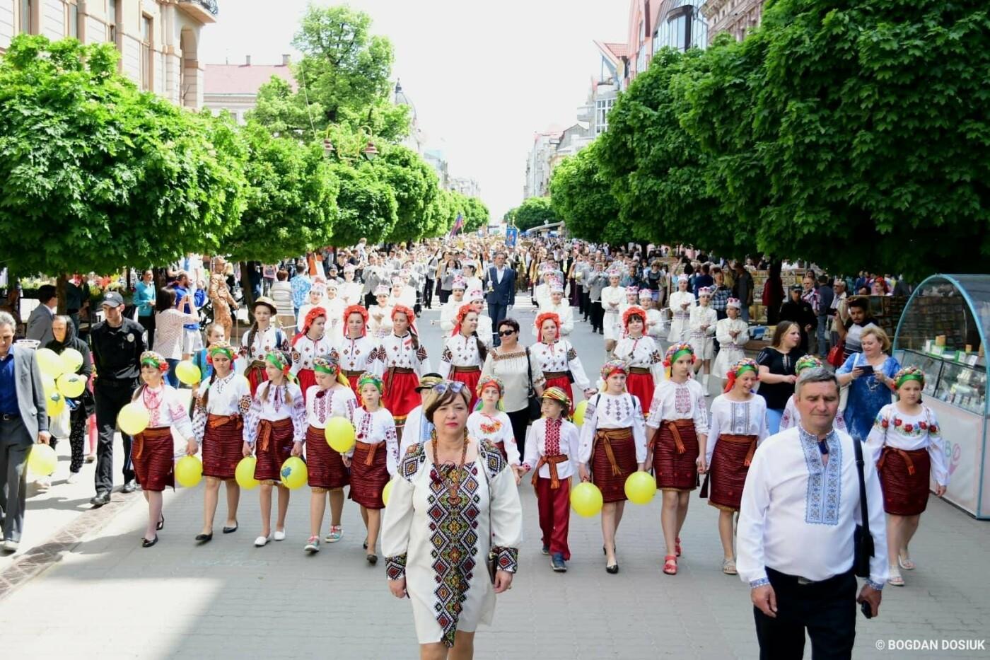 Франківськ привітали урочистою тисячною ходою. ФОТО, фото-14