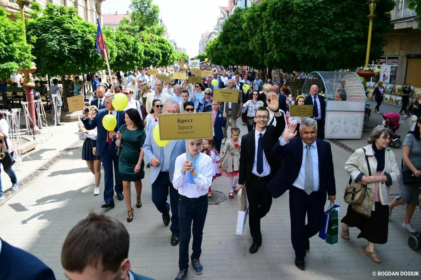 Франківськ привітали урочистою тисячною ходою. ФОТО, фото-9