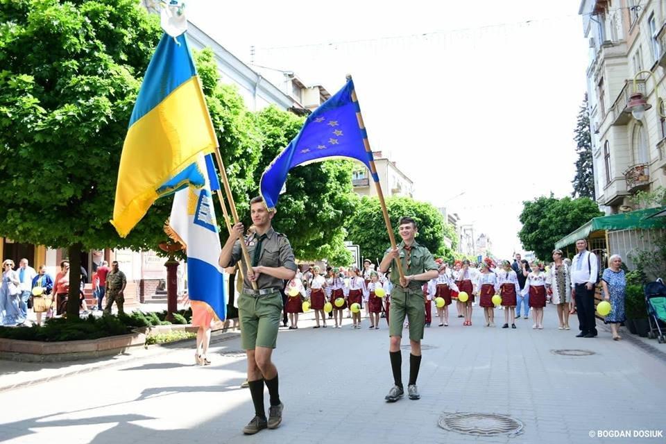Франківськ привітали урочистою тисячною ходою. ФОТО, фото-1