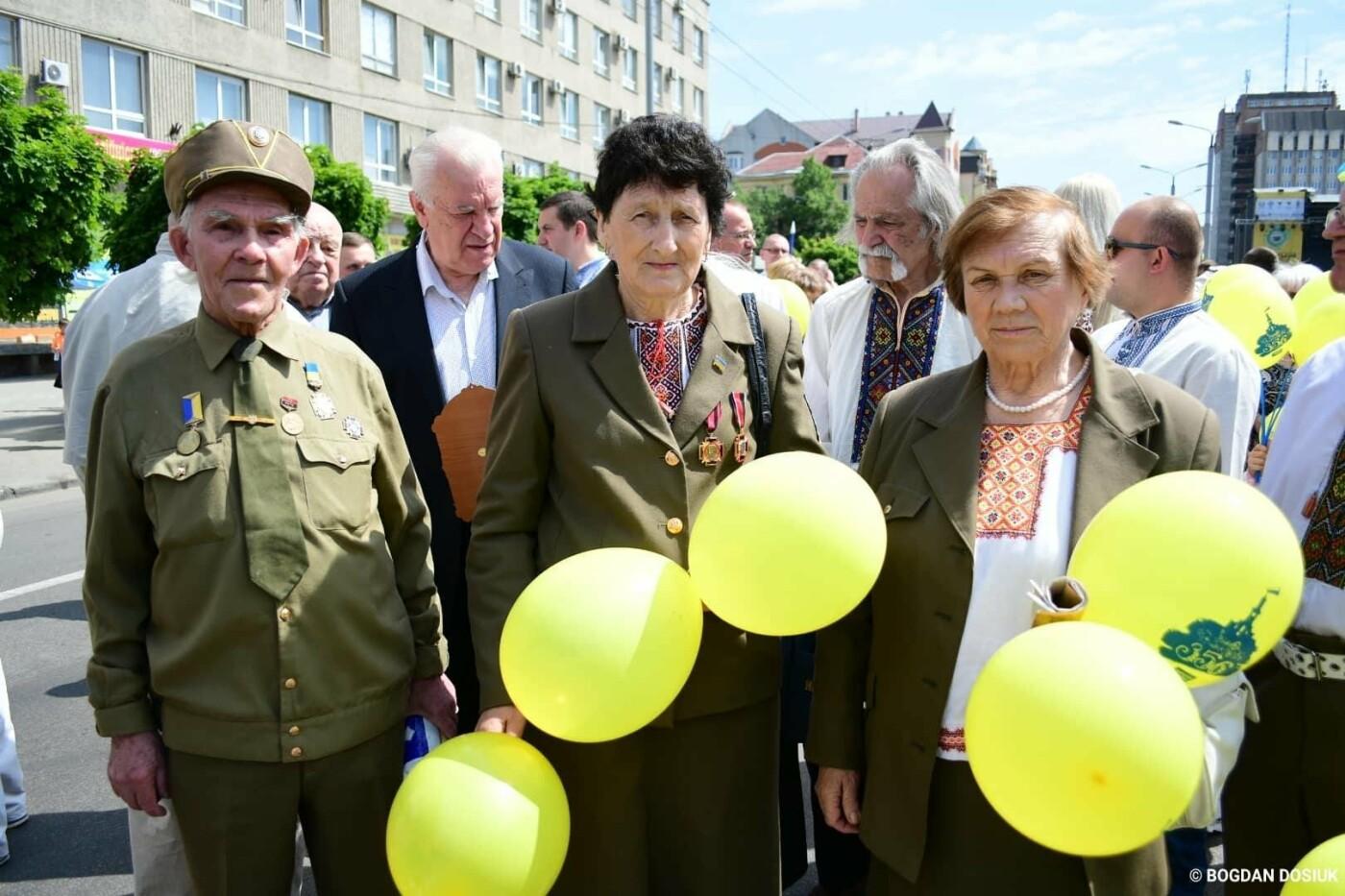 Франківськ привітали урочистою тисячною ходою. ФОТО, фото-2
