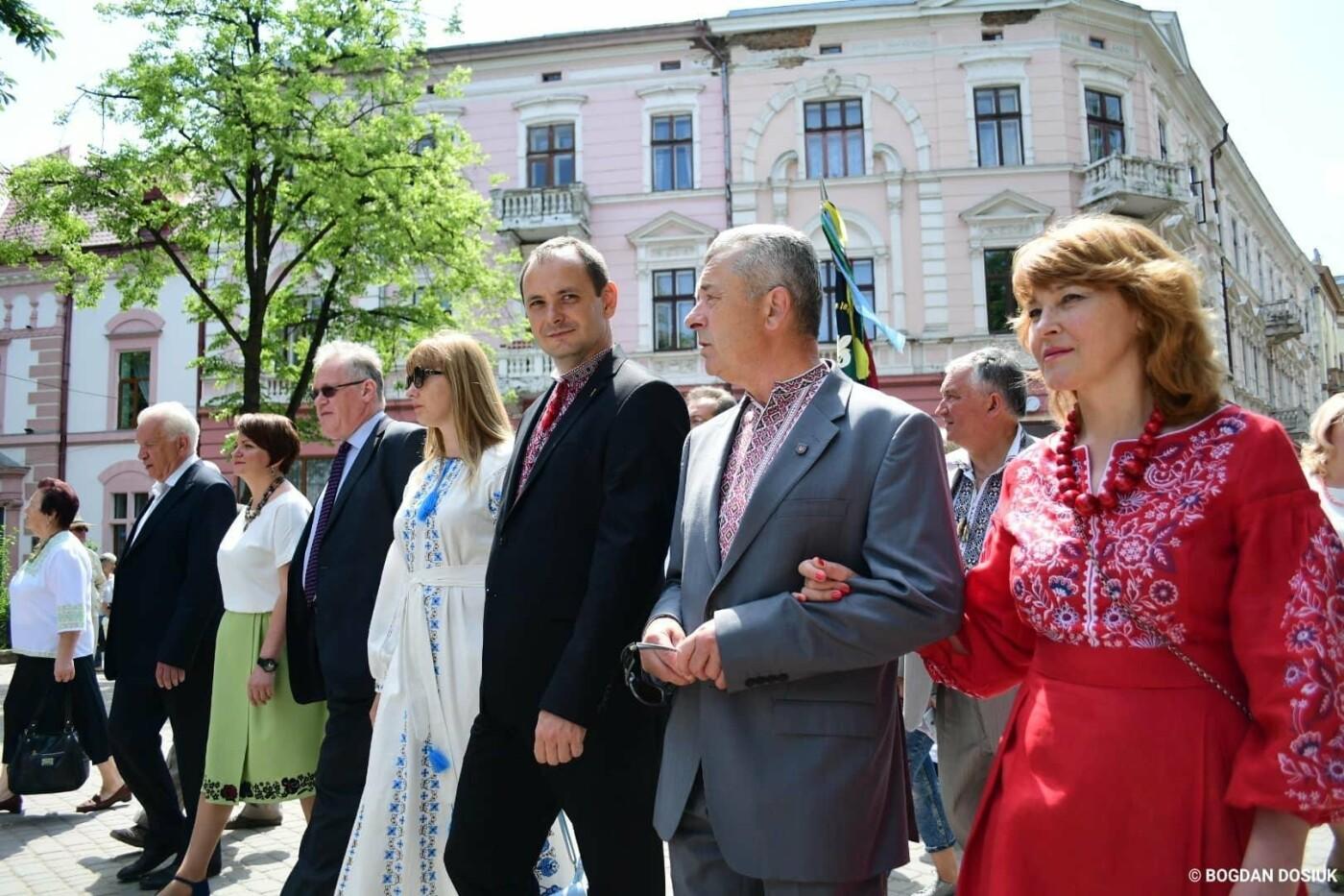 Франківськ привітали урочистою тисячною ходою. ФОТО, фото-10