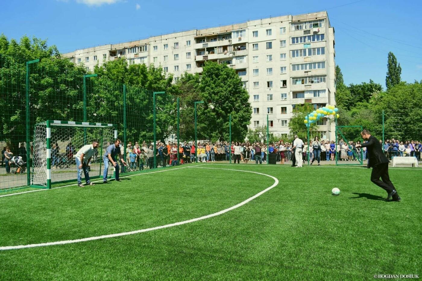 До Дня міста школярам подарували новенький спортивний майданчик. ФОТО, фото-2