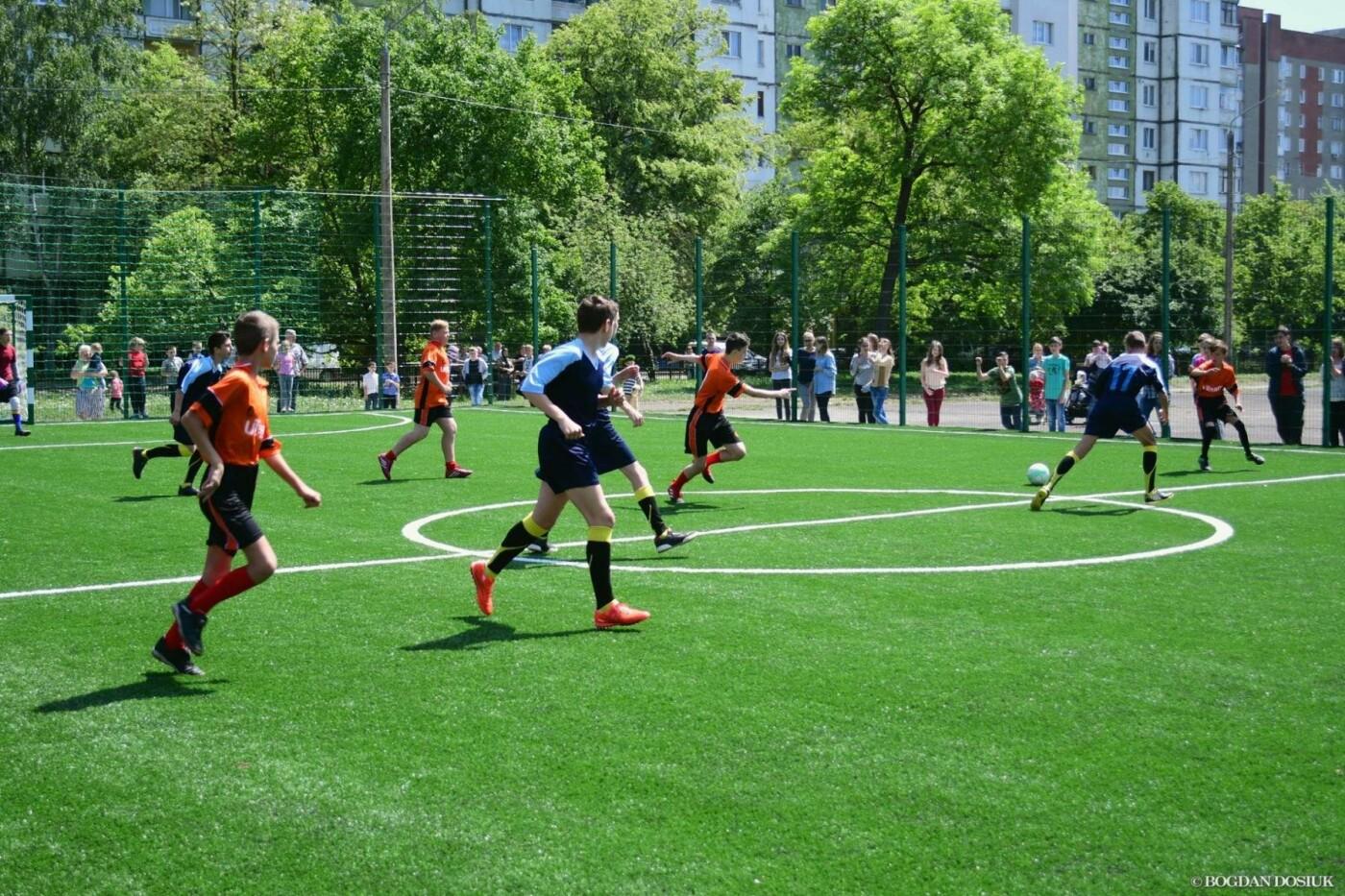 До Дня міста школярам подарували новенький спортивний майданчик. ФОТО, фото-3