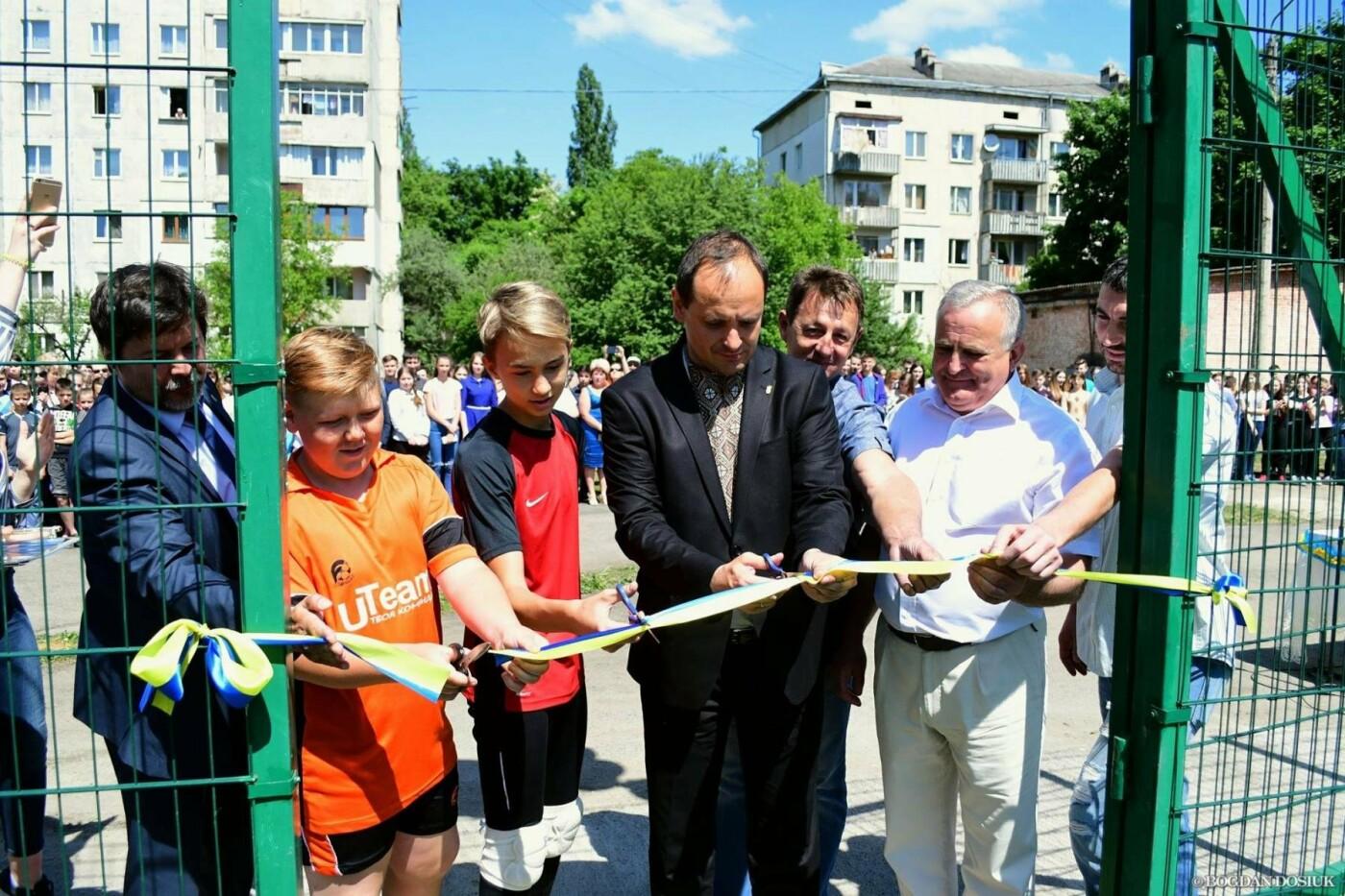 До Дня міста школярам подарували новенький спортивний майданчик. ФОТО, фото-1