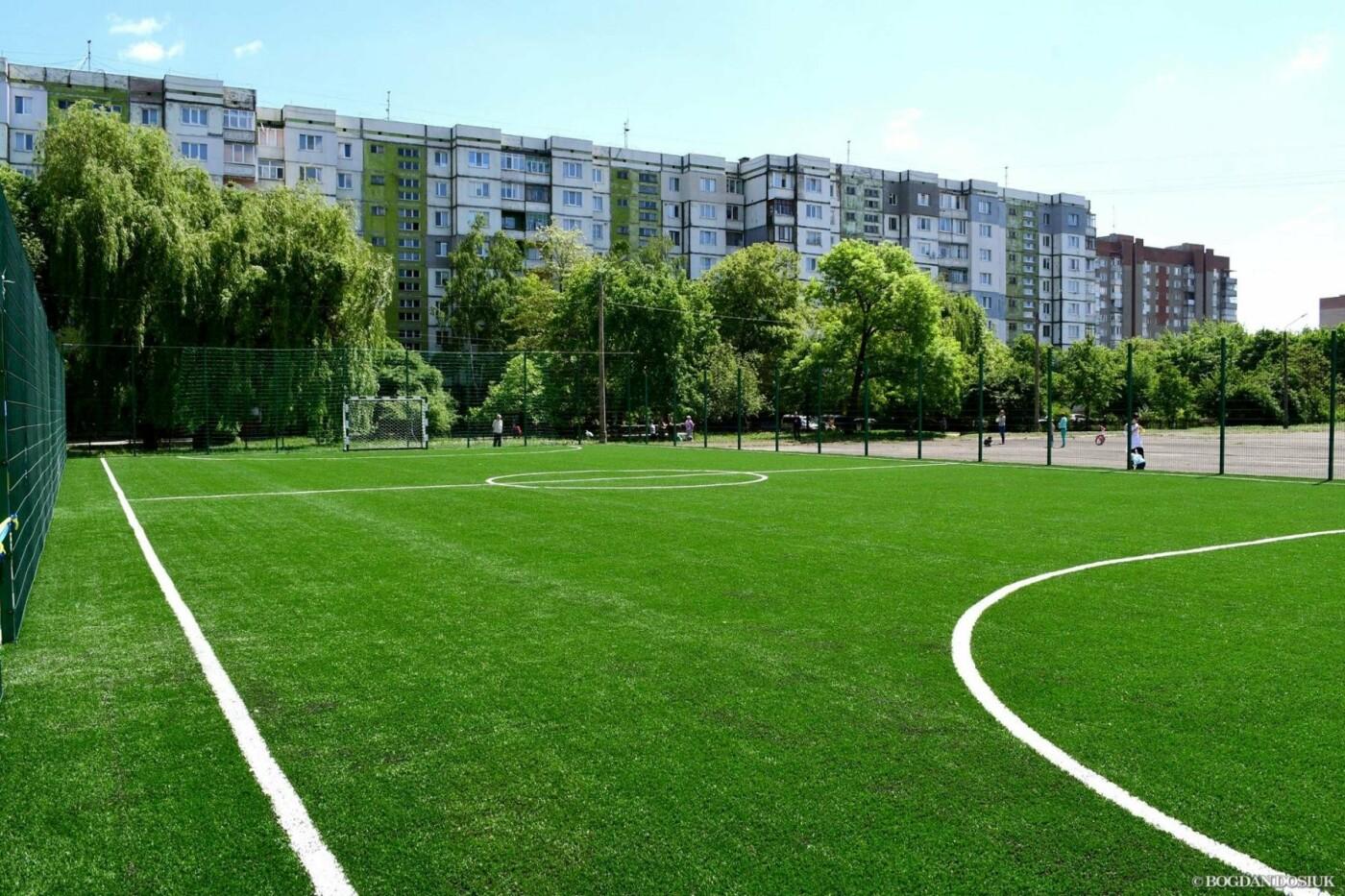 До Дня міста школярам подарували новенький спортивний майданчик. ФОТО, фото-5