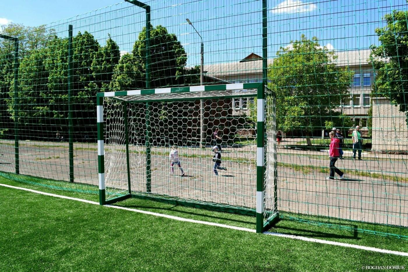 До Дня міста школярам подарували новенький спортивний майданчик. ФОТО, фото-7