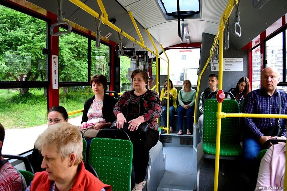 Міський голова Франківська проїхався у комунальному автобусі за 4 гривні. ФОТО, фото-8