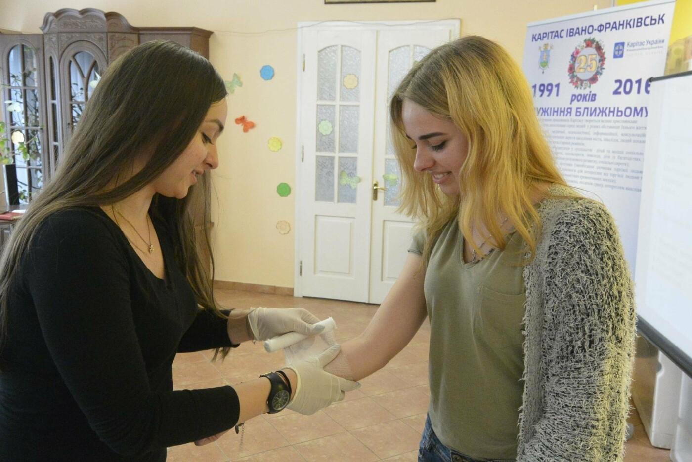 Франківський Карітас проводить навчальні тренінги для волонтерів. ФОТО, фото-4