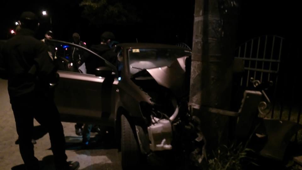 Придрімав. Уночі біля Франківська авто в'їхало в електроопору. ФОТО, фото-3