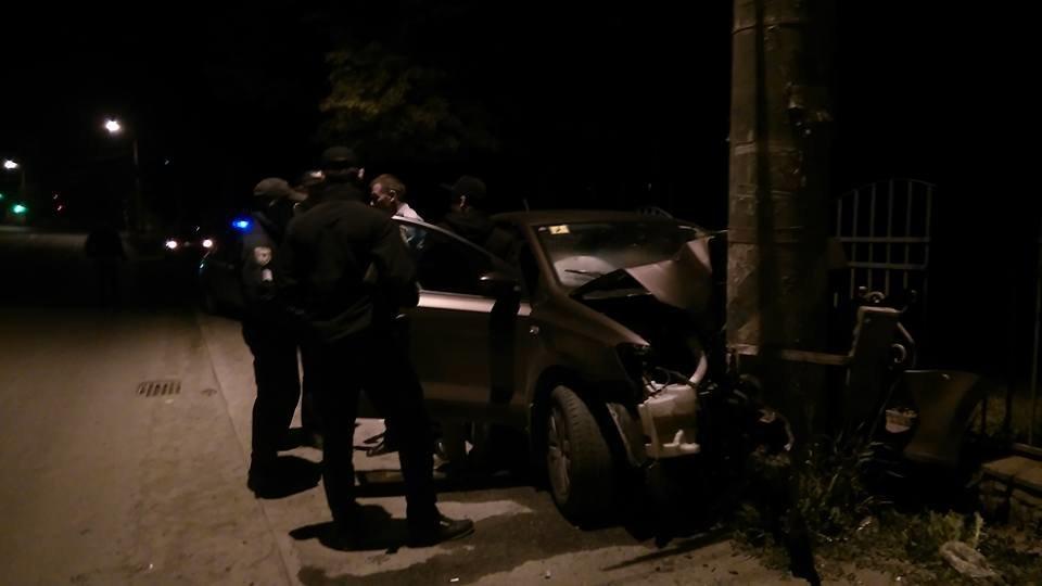 Придрімав. Уночі біля Франківська авто в'їхало в електроопору. ФОТО, фото-4