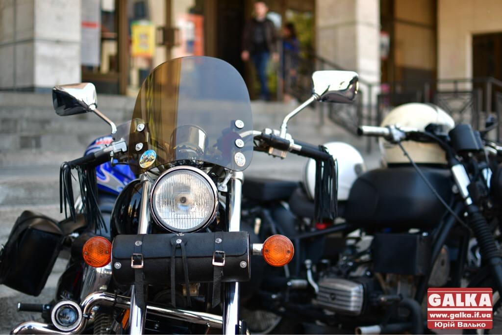 День машин у Франківську: автослалом, ретро і байкери. ФОТО, фото-3