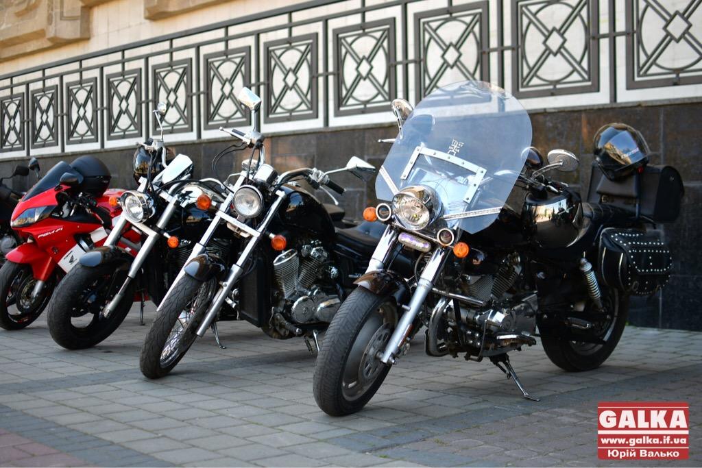 День машин у Франківську: автослалом, ретро і байкери. ФОТО, фото-7