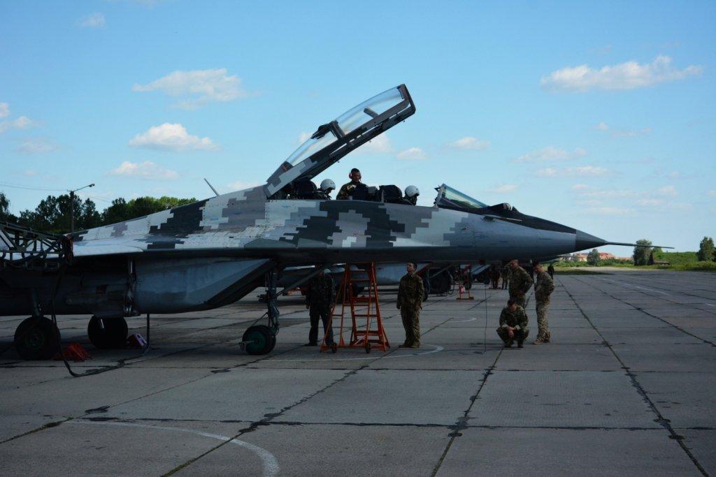Над Франківськом літали курсанти-практиканти. ФОТО, фото-4