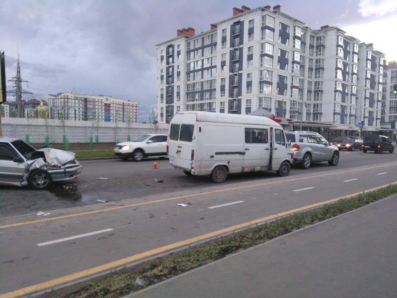У ДТП у Франківську пасажирка із заднього сидіння вилетіла через лобове скло. ФОТО, фото-3