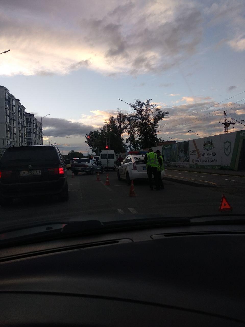 У ДТП у Франківську пасажирка із заднього сидіння вилетіла через лобове скло. ФОТО, фото-4
