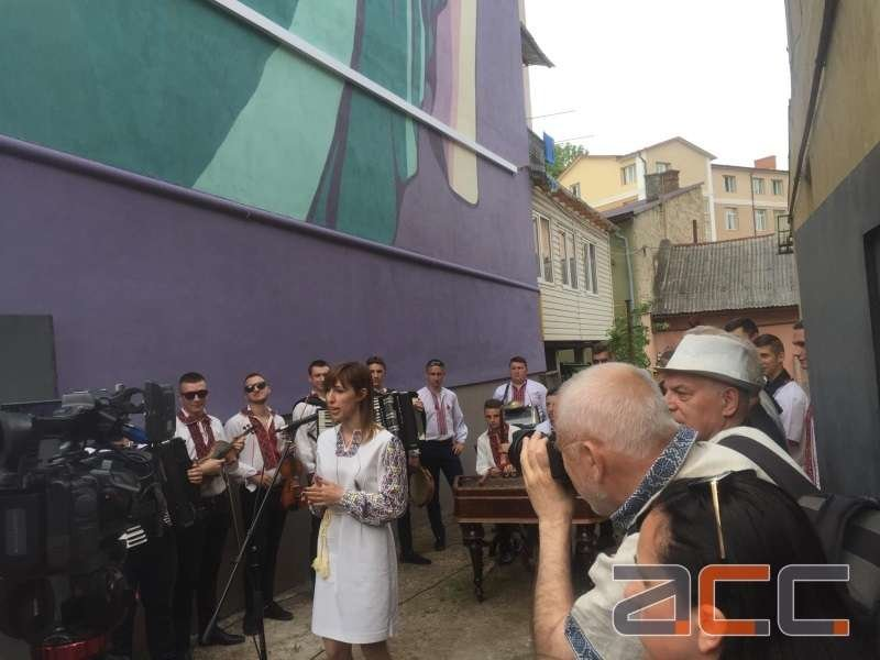 Подружжя франківських художників зобразило на стіні у Чернівцях… Софію. ФОТО. ВІДЕО, фото-3