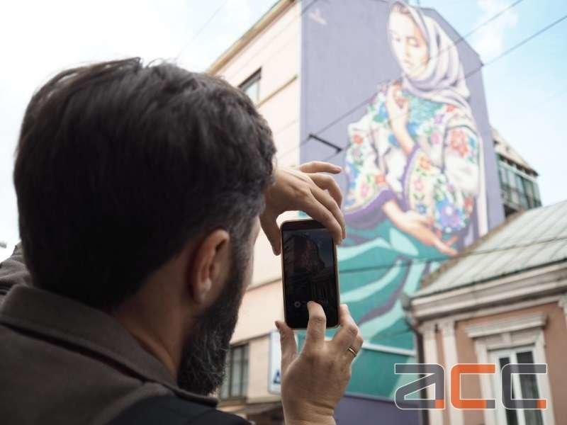 Подружжя франківських художників зобразило на стіні у Чернівцях… Софію. ФОТО. ВІДЕО, фото-1