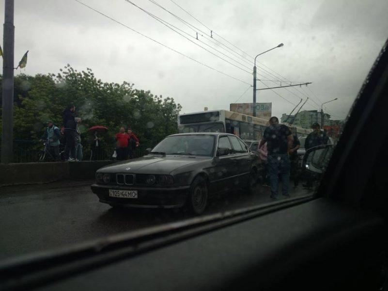 П'ять машин: на Пасічній сталася ДТП, винуватець втік, фото-2
