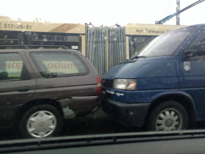 П'ять машин: на Пасічній сталася ДТП, винуватець втік, фото-3