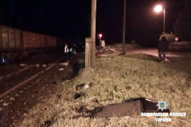 На Прикарпатті потяг розтрощив автівку. Водій загинув. ФОТО, фото-1