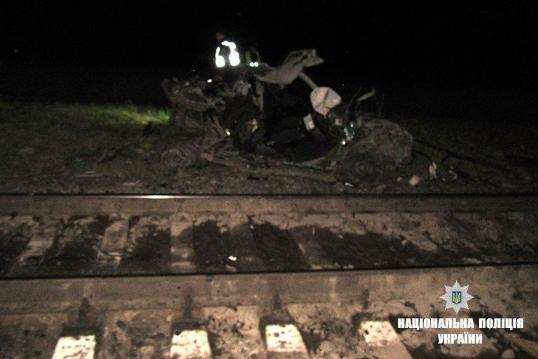 На Прикарпатті потяг розтрощив автівку. Водій загинув. ФОТО, фото-2