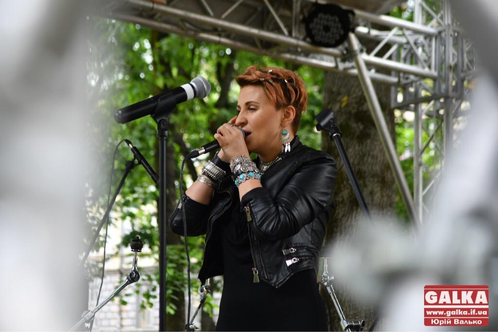 У Франківську - день вуличної музики. Плюс - поезія у барі і дискотека у тролейбусі ФОТО, фото-4