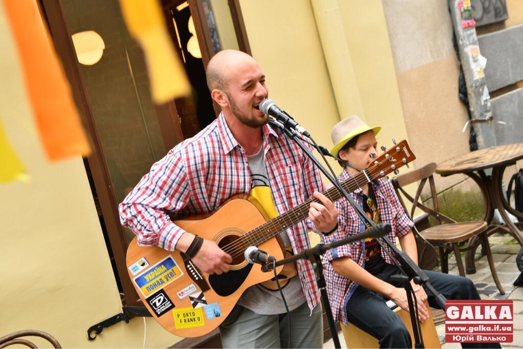 У Франківську - день вуличної музики. Плюс - поезія у барі і дискотека у тролейбусі ФОТО, фото-7