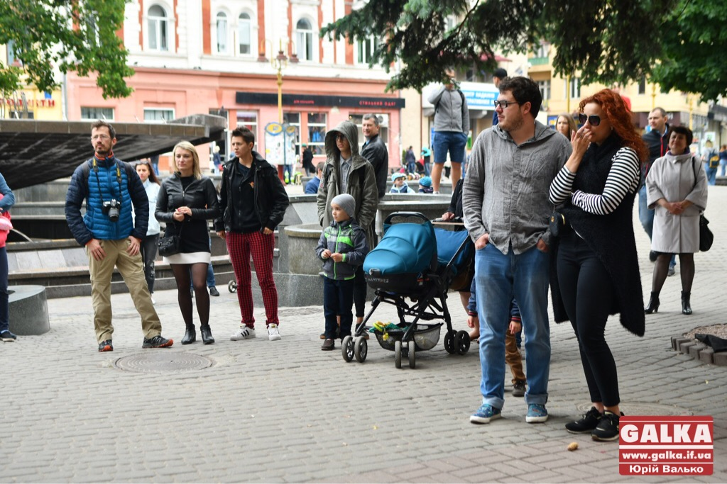 У Франківську - день вуличної музики. Плюс - поезія у барі і дискотека у тролейбусі ФОТО, фото-6