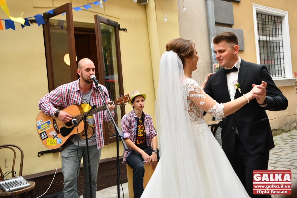У Франківську - день вуличної музики. Плюс - поезія у барі і дискотека у тролейбусі ФОТО, фото-5