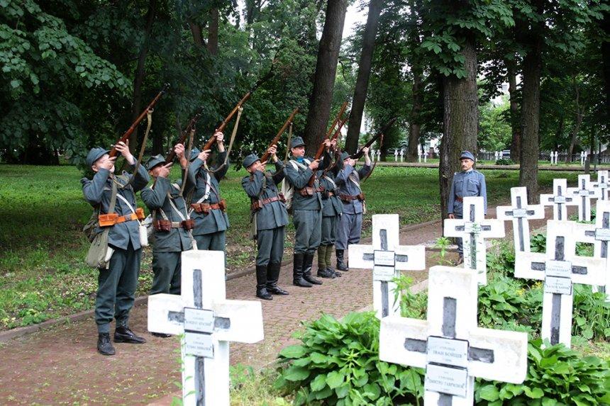 День пам'яті. У Франківську вшанували жертв політичних репресій. ФОТО, фото-7