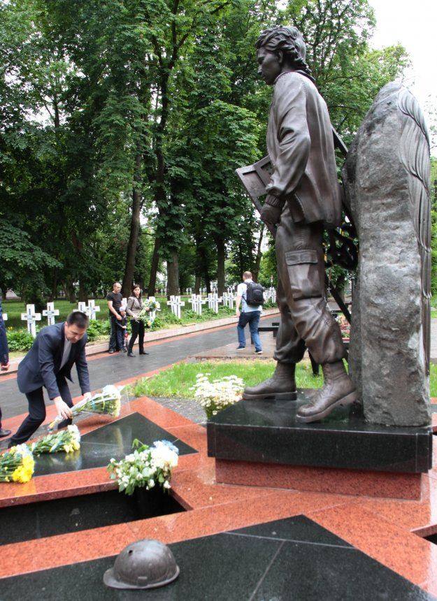 День пам'яті. У Франківську вшанували жертв політичних репресій. ФОТО, фото-8