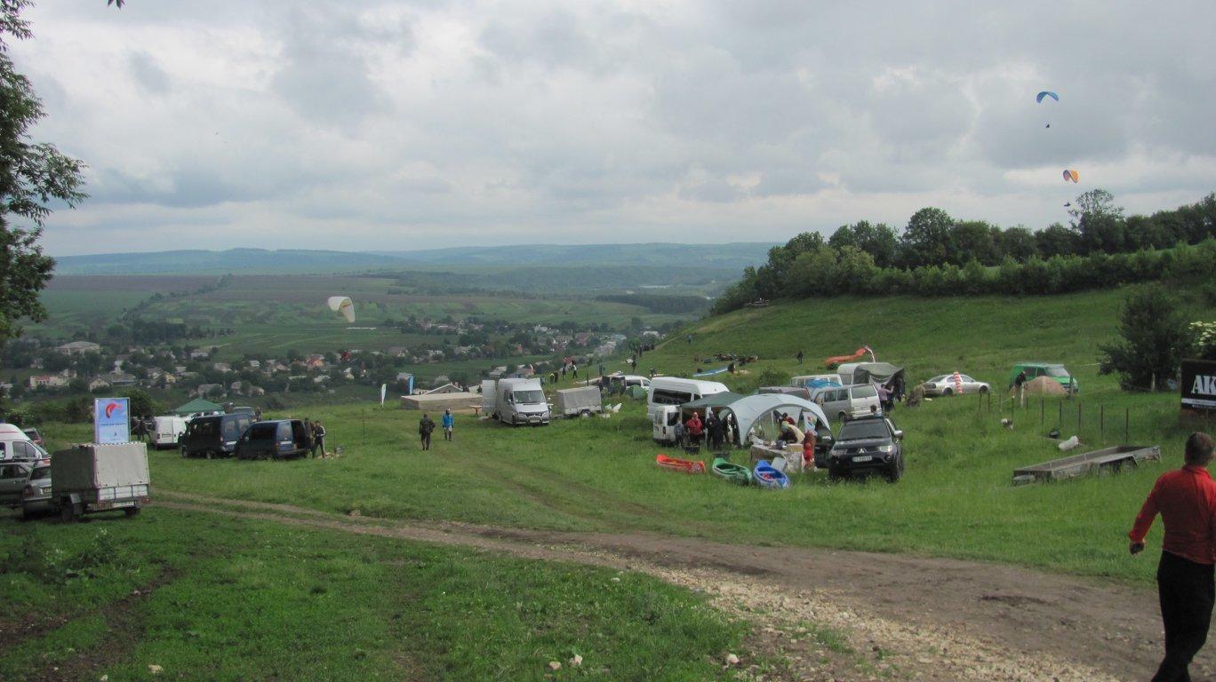 """На Прикарпатті парапланеристи """"розігнали хмари"""" над Дністром. ФОТО, фото-9"""
