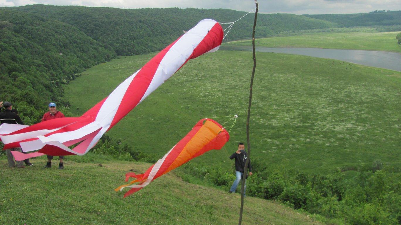 """На Прикарпатті парапланеристи """"розігнали хмари"""" над Дністром. ФОТО, фото-10"""