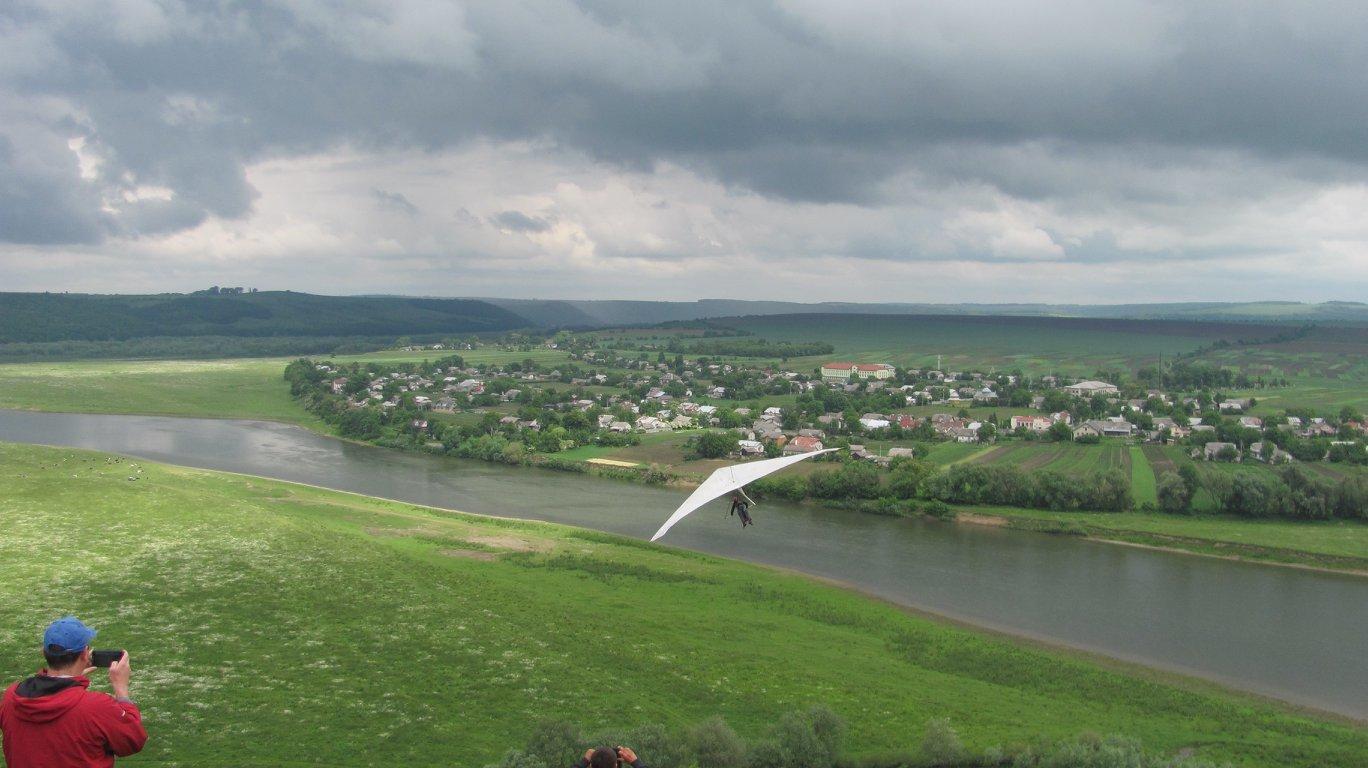 """На Прикарпатті парапланеристи """"розігнали хмари"""" над Дністром. ФОТО, фото-7"""