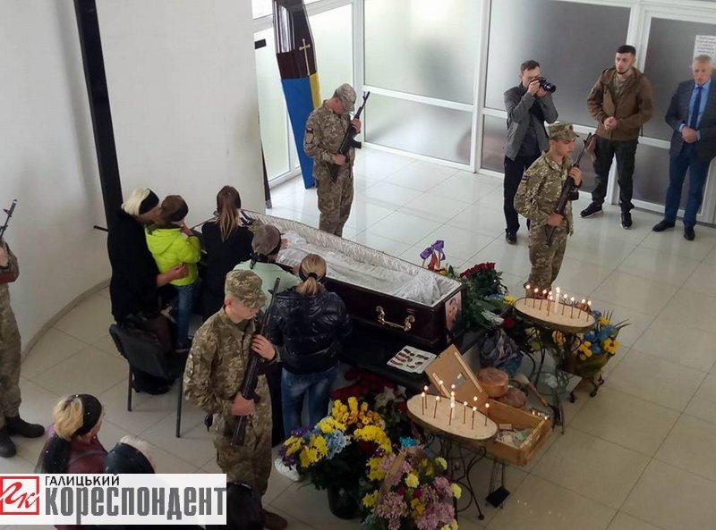 Герой із кулею в серці. Франківськ прощається із загиблим на війні Сергієм Гундером. ФОТО, фото-5